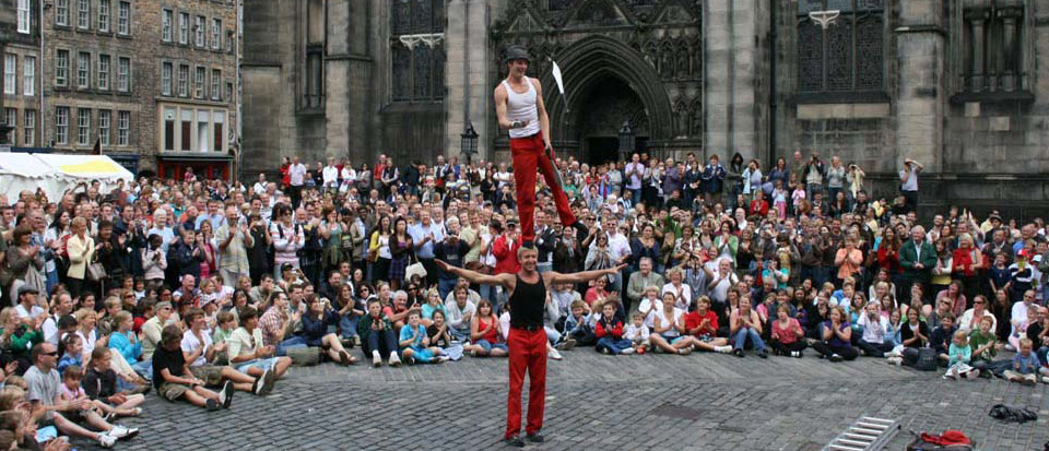 amazing-acrobats-faneuil-hall-boston